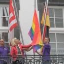 Regenbogenfahne am Rathaus